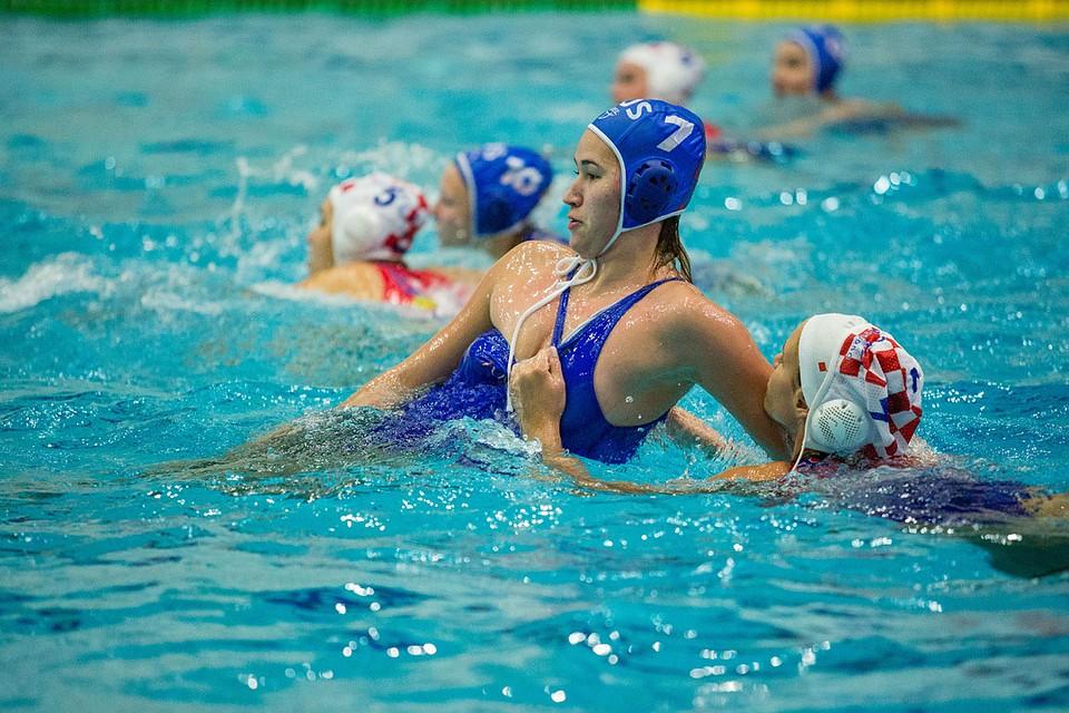 боковых фотографии с соревнований по женскому водному поло этом