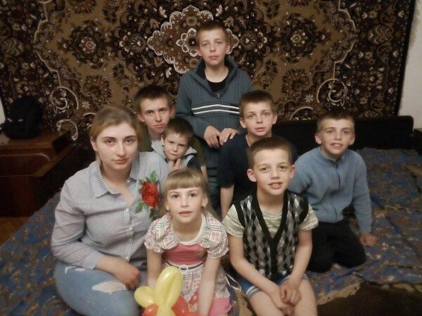 У челябинской красавицы, воспитывающей шестерых детей, мошенники взломали карту