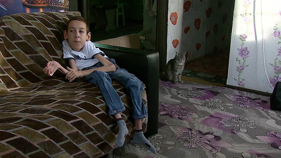Думали — прививка, оказалось — гены родителей: вундеркинд из Челябинской области не может сделать даже шаг